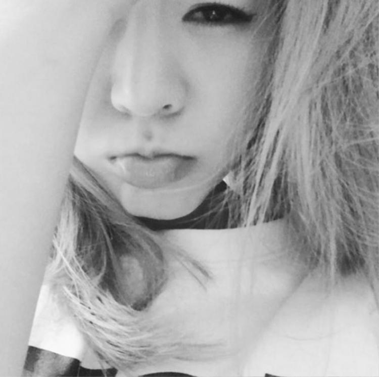Sunny chia sẻ hình ảnh selfie mới nhất cùng lời xin lỗi gửi tới fan Việt.