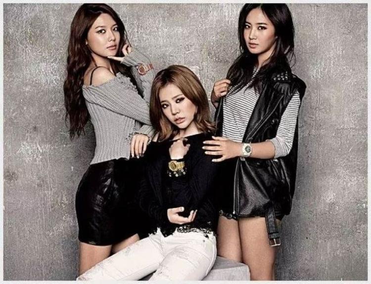 Sooyoung, Sunny và Yuri được BTC cho biết sẽ lần đầu tự tay làm kim chi tại Việt Nam. Tuy nhiên, cả 3 cô nàng đều không có mặt tại sự kiện.