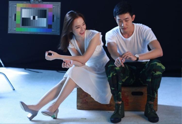 Sau khi tham gia Sứ mệnh trái tim, Angela Phương Trinh và Võ Cảnh vướng tin đồn hẹn hò bí mật.