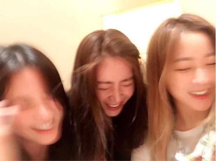 Nhìn như 1 bức ảnh instagram bình thường nhưng netizen đang choáng về đỉnh cao nhan sắc này!