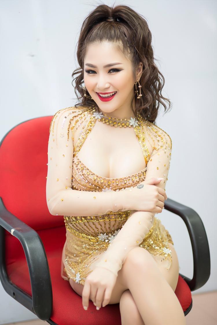 Dù thể hiện nhiều dòng nhạc, nhưng Hương Tràm vẫn nhận được sự ủng hộ nhiệt tình của khán giả truyền hình.