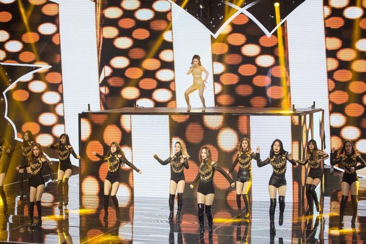 Kể từ sau The Remix mùa 2, Hương Tràm mới bắt nhịp với dòng nhạc EDM sôi động như thế này.
