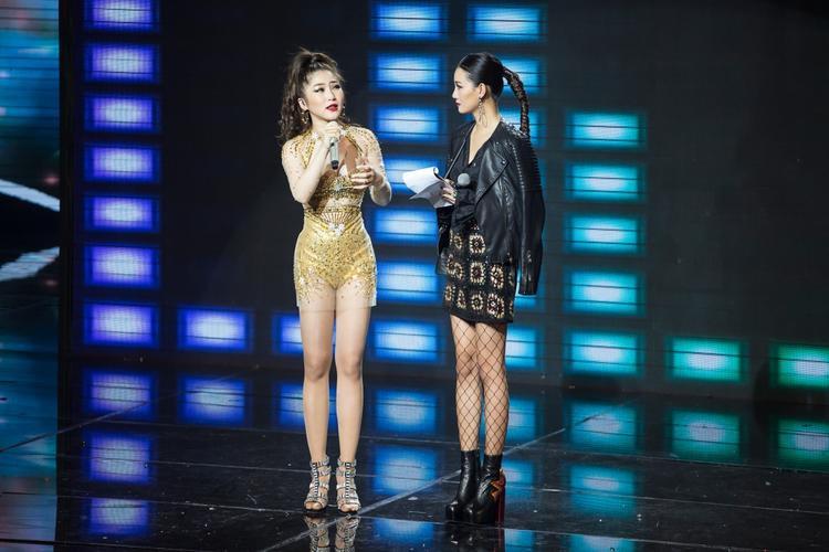 Với Hương Tràm, lần trở lại này cảm xúc vẫn vẹn nguyên khi nhìn thấy ánh mắt kì vọng của khán giả và ban giám khảo như lúc cô thi năm ngoái.