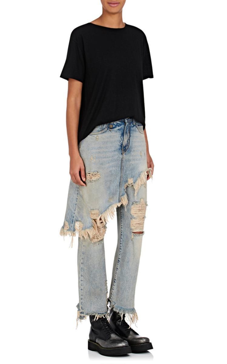 R13 tung phiên bản quần jean kết hợp váy có giá hơn 15 triệu đồng. Một phong cách dành cho thời trang unisex.