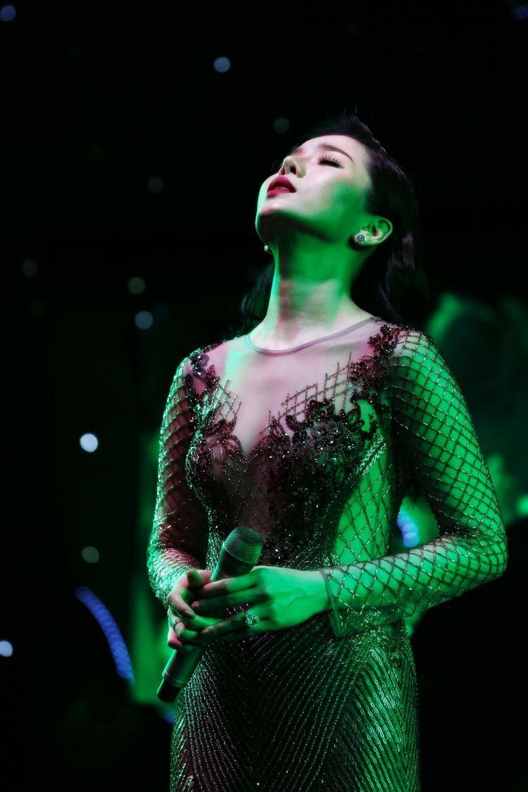 Lệ Quyên nhận được sự ủng hộ nhiệt tình từ khán giả khi thể hiện ca khúc sẽ có mặt trong album tiếp theo.
