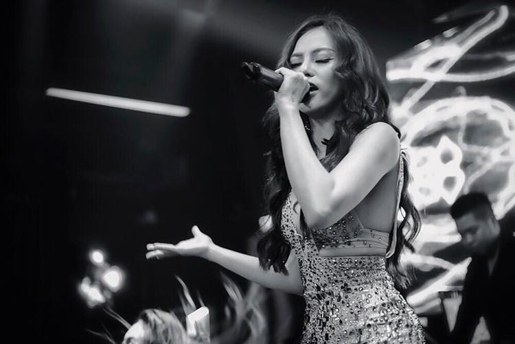 Nữ ca sĩ chia sẻ, sau thời gian dài dành trọn cho gia đình, khi quay lại thì tình cảm của khán giả vẫn dành cho cô rất đong đầy.