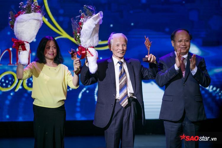 Cánh Diều năm nay còn giành những giây phút lắng đọng để tri ân NSND Nguyễn Khắc Lợi và NSND Trần Phương (vì lí do sức khỏe nên ông ủy quyền cho con gái đến tham gia lễ trai giải) vì những đóng góp không nhỏ cho sự phát triển của nền điện ảnh Việt Nam.