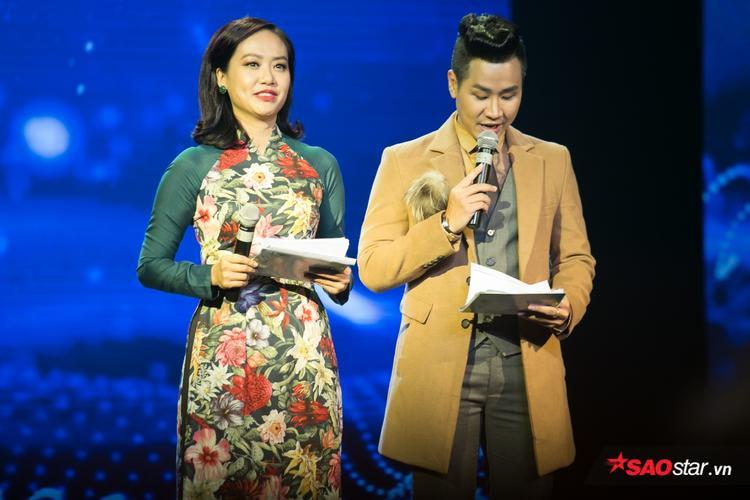 Hồng Ánh và Nguyên Khang đảm nhận vai trò MC của lễ trao giải.