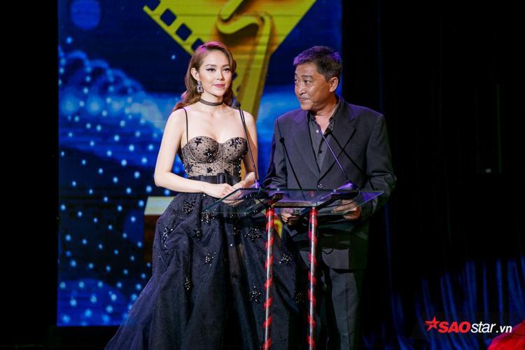 Ca sĩ Minh Hằng cũng là người công bố giải thưởng Họa sĩ thiết kế xuất sắc phim truyện điện ảnh.