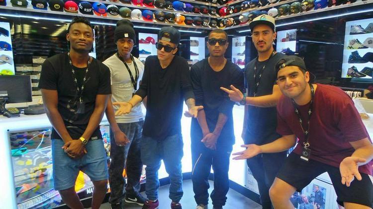 Justin Bieber đã ghé thăm Culture Kings vào năm 2012 khi anh có chuyến lưu diễn Believe Tour tại Úc. Mới nhất, Justin tin tưởng giao phó Culture Kings phân phối toàn bộ quần áo trong Purpose Tour 2017.