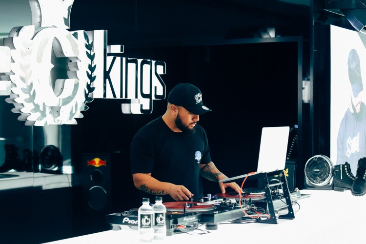 Những DJ tài năng của Úc xuất hiệnmỗi ngày tại cửa hàng phần nào chứng tỏ sự chiụ chơi và yêu chiều khách hàng củaCulture Kings.