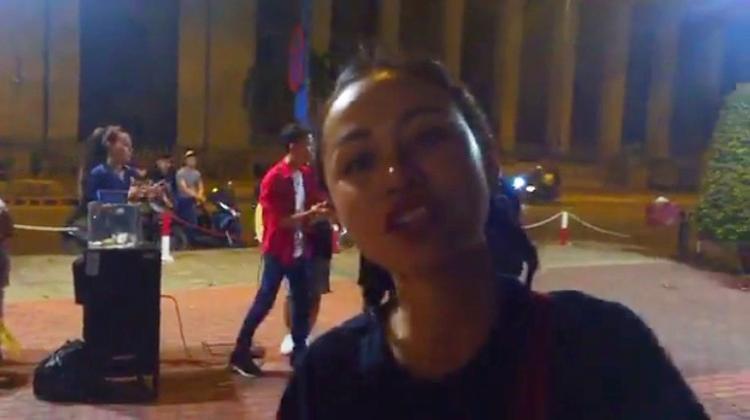 Mỹ Linh (team Thu Minh) kêu gọi khán giả ủng hộ từ thiện bằng livestream.