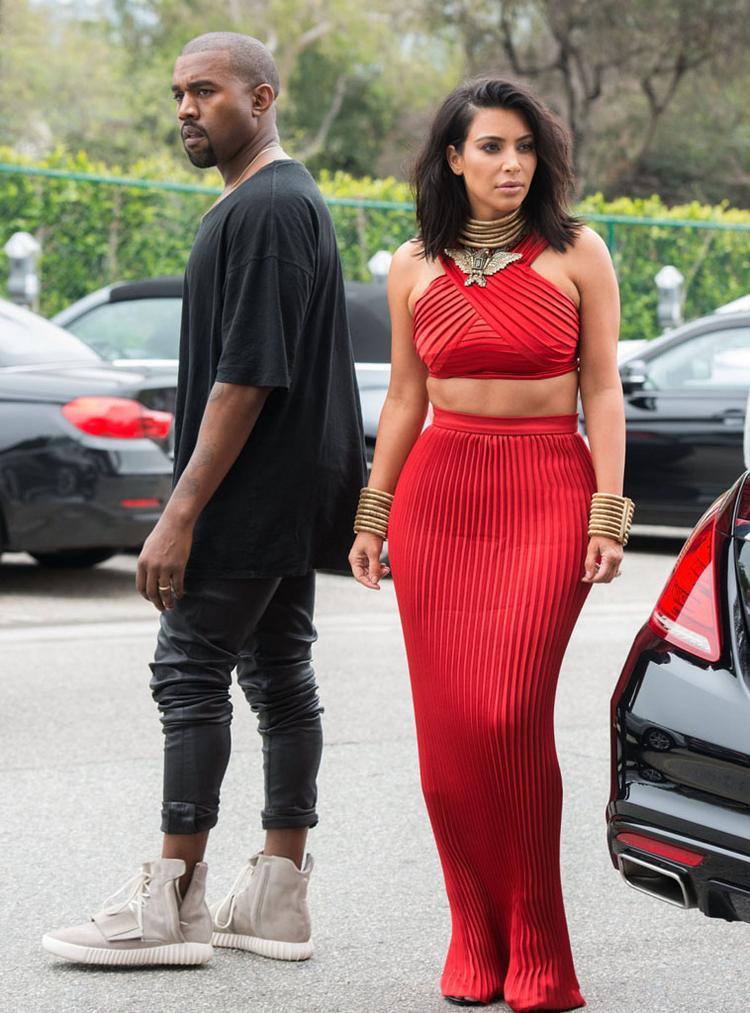 """Lýdo chính: """"Trên chân Kanye"""" và được thiết kế bởi Kanye."""