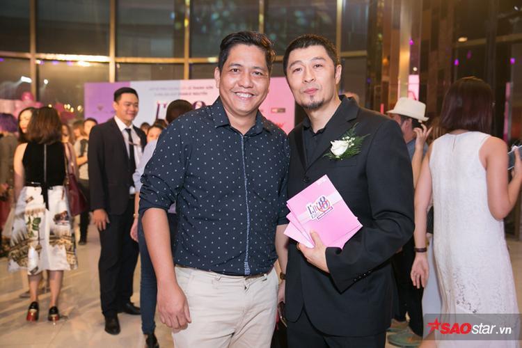 Đạo diễn Đức Thịnh chụp ảnh cùng nhà sản xuất Charlie Nguyễn.
