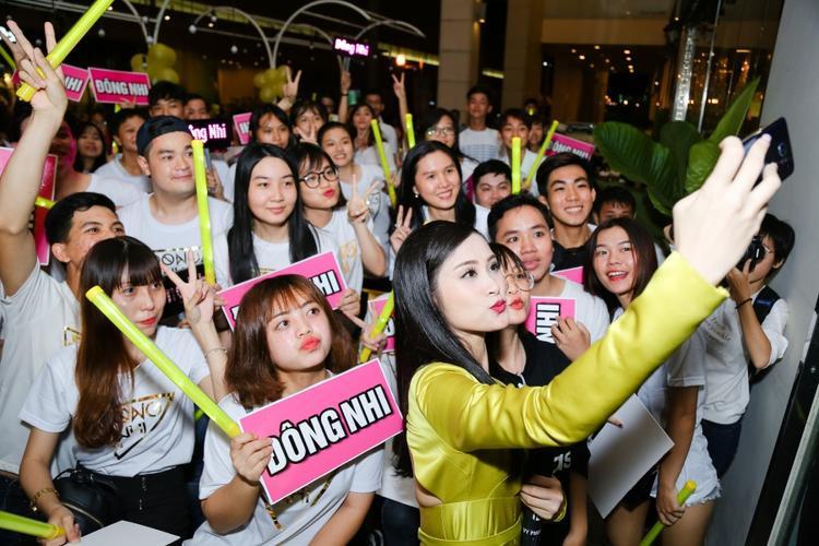 Ngoài ra, Đông Nhi cũng không ngần ngại bật mí một dự án chung đặc biệt cùng team The Voice và chuỗi fan meeting toàn quốc vào mùa hè tới.