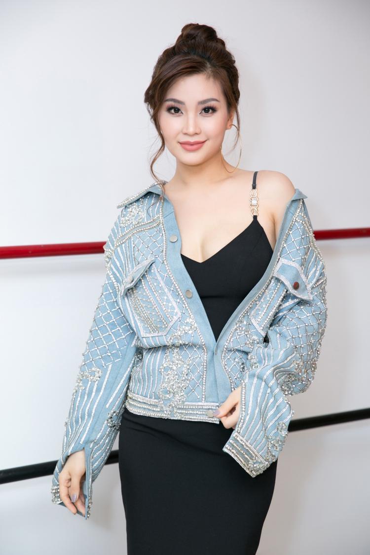 Á hậu Diễm Trang nhanh chóng lấy lại vóc dáng sau khi sinh em bé trong set đồ quyến rũ.