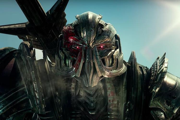 Cứ cháy nổ và đầu tư tuyệt đối vào kỹ xảo, Transformer vẫn ung dung thu về tiền tạ, tiền tấn. Nhiều người sẽ phản đối nếu nói đây là series phim nghệ thuật, nhưng hầu hết đều công nhận Transformer là một series phim chất lượng về mặt giải trí.