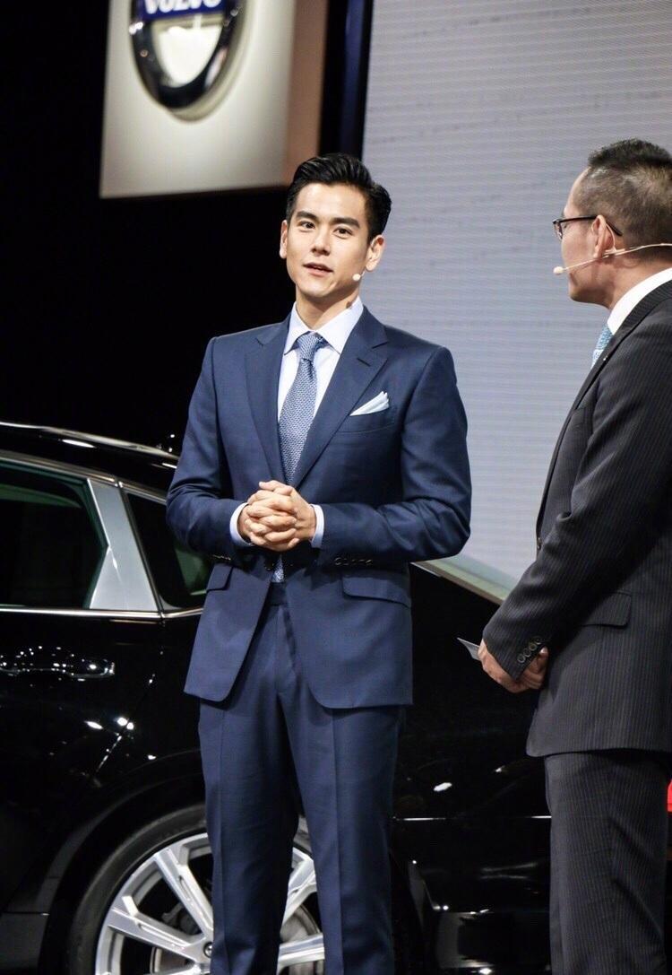 Lịch lãm như một quý ông, Bành Vu Yến đầy cuốn hút tại sự kiện Volvo Thượng Hải.