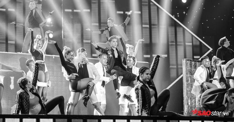 Ngoài âm nhạc sôi động, điểm nhấn đặc biệt mà team S.T mang đến đó chính là vũ đạo, lần đầu tiên S.T sẽ mang dàn vũ công nhiều nhất, hoành tráng nhất lên sân khấu khiến cả trường quay nổ tung.