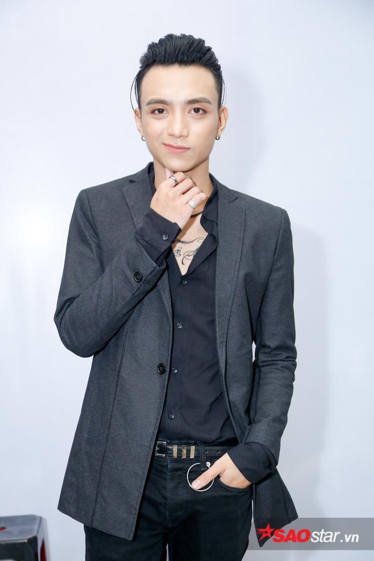Soobin Hoàng Sơn bảnh bao, nam tính với vest đen