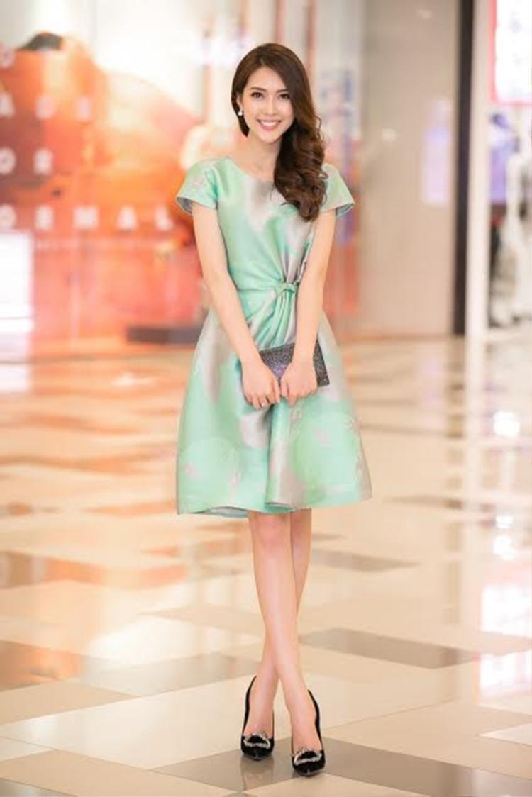 Tường Linh lần đầu đi dự sự kiện sau khi vừa đăng quang Hoa Hậu sắc đẹp châu Á 2017.