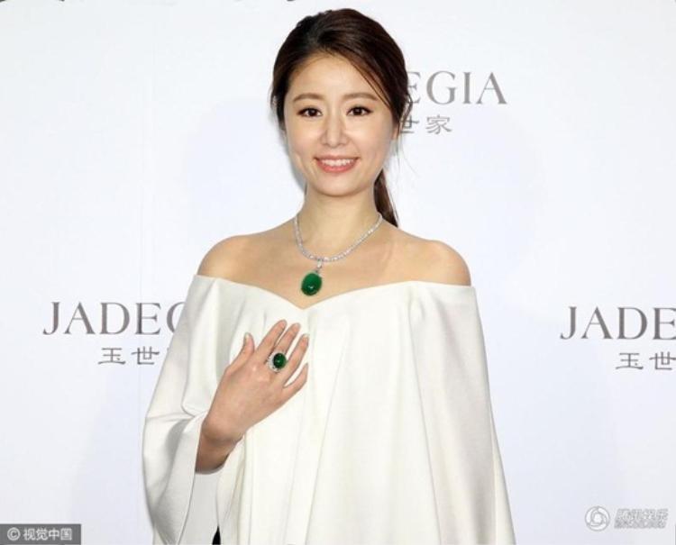 Lâm Tâm Như sau khi sinh vẫn giữ được vẻ đẹp ngọt ngào và duyên dáng.