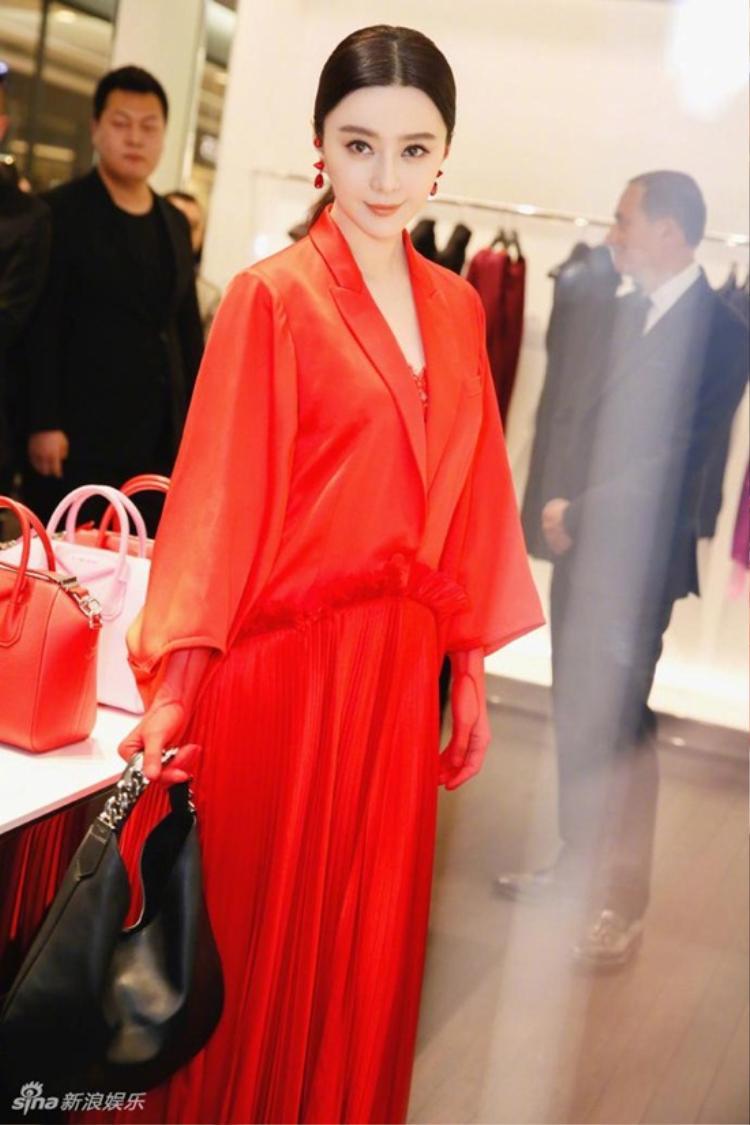 Không thể không thừa nhận, Phạm Băng Băng đặc biệt hợp với màu đỏ.
