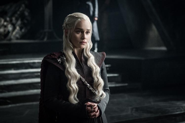 """""""Mẹ Rồng"""" Daenerys Targaryen đã vượt biển và đổ bộ vào hòn đảo Dragonstone, căn cứ thời xưa của vua cha mình. Từ hòn đảo này, cô hoàn toàn có thể đánh thẳng vào kinh đô King's Landing, đối đầu trực diện với nữ hoàng Cersei."""