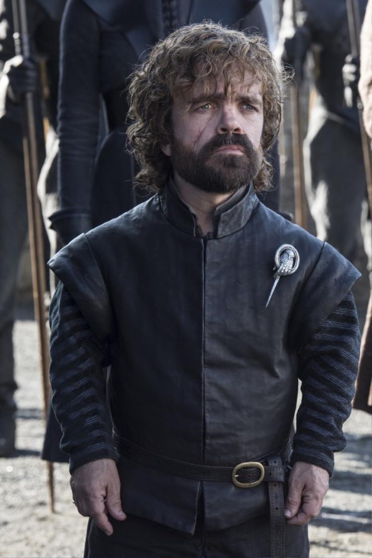 Chàng lùn Tyrion Lannister thông thái nhưng bị gia đình hãm hại, giờ đang chuẩn bị đối mặt với chính những kẻ từng là anh chị của mình. Anh sẽ hành động ra sao khi đang là cánh tay phải cho nữ hoàng Daenerys, mối nguy lớn nhất của nhà Lannister hiện nay.