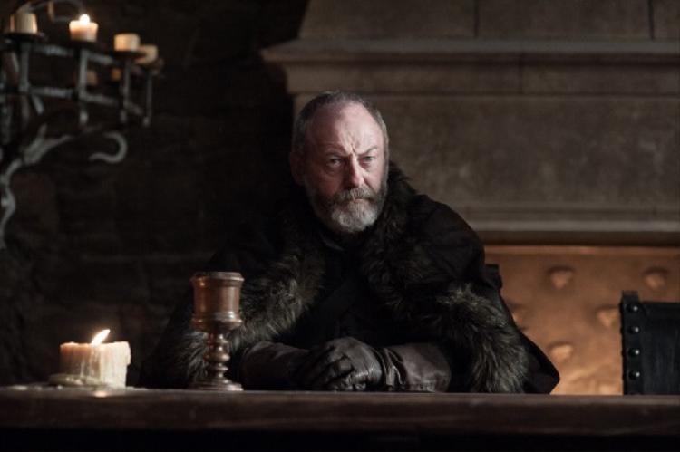 Chủ cũ Stannis giờ đã mất, hiệp sĩ quả cảm Davos sẽ trở thành cánh tay phải đáng tin cậy cho Vua Phương Bắc Jon Snow.