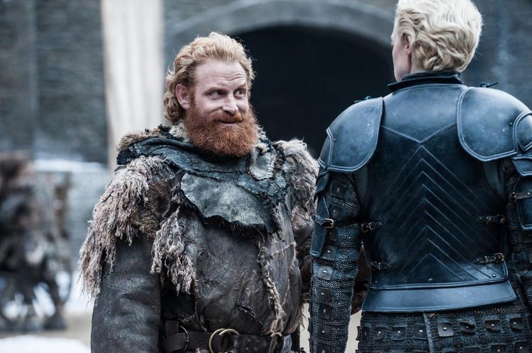 """Anh chàng du mục hoang dã Tormund đã """"phải lòng"""" cô nàng mạnh mẽ Brienne ngay từ khi gặp mặt. Có vẻ họ sẽ có nhiều cuộc tiếp xúc vui nhộn trong season mới."""