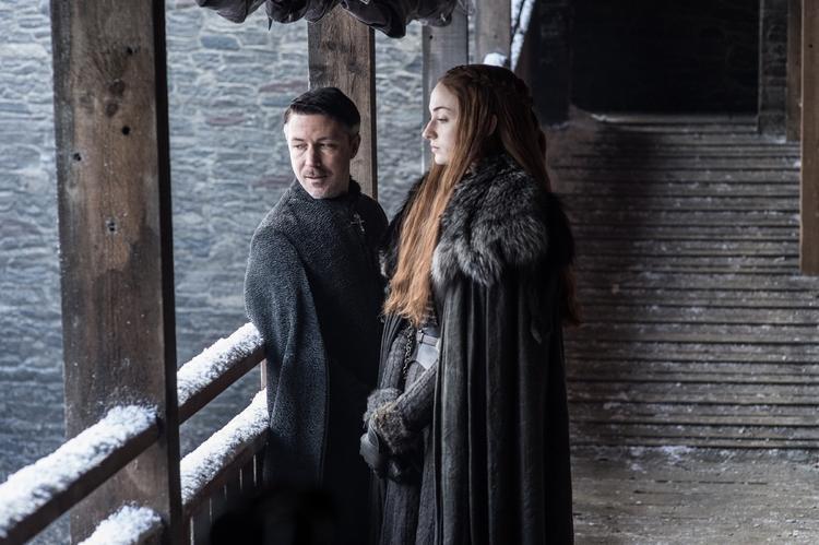 Lãnh chúa Petyr Baelish quỷ quyệt sẽ tiếp tục ve vãn đặt điều bên tai Sansa Stark, gây chia rẽ giữa cô và anh trai Jon Snow dù hai người chỉ vừa tái ngộ.