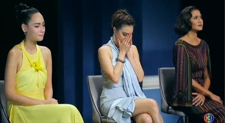 Giây phút ba HLV nín lặng chờ nghe kết quả thí sinh team ai sẽ được bước tiếp.