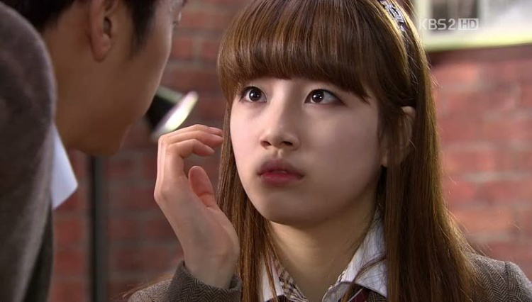 """Cũng từ bộ phim này này, nữ chính Dream High được khán giả Hàn yêu mến, trở thành """"tình đầu quốc dân"""", là thành viên nổi bật nhất Miss A với nhiều hợp đồng quảng cáo, chụp hình tạp chí,…"""