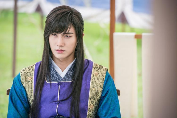 """Park Hyung Sik với tạo hình cổ trang trong """"Hwarang"""""""
