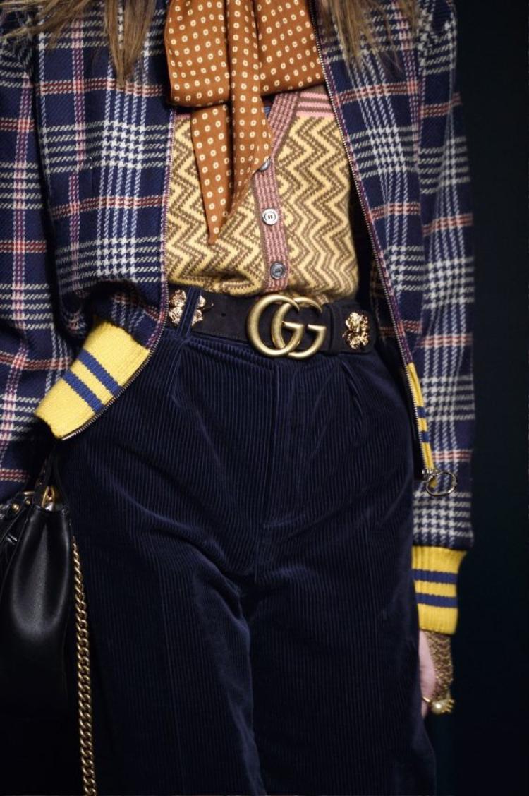 Mẫu thắt lưng này còn xuất hiện hầu hết trên sàn diễn từ nhà mốt Gucci.
