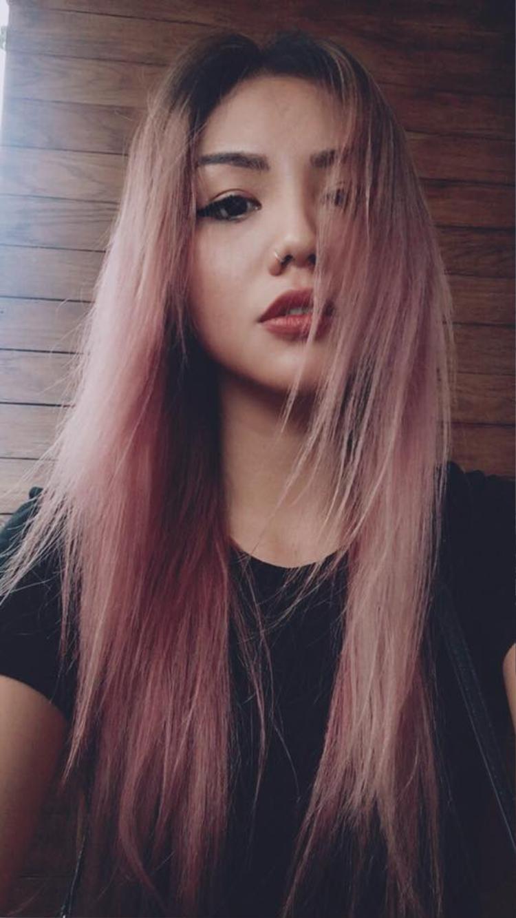 Quỳnh Như vô cùng phù hợp với những gam màu tóc như thế này!