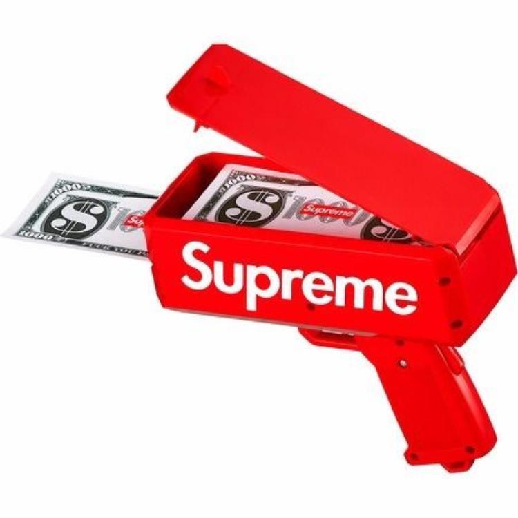 Không chỉ sử dụng cọc tiền của Supreme bạn có thể tha hồ thay bằng tiền thật để thể hiện độ chịu chơi của mình.