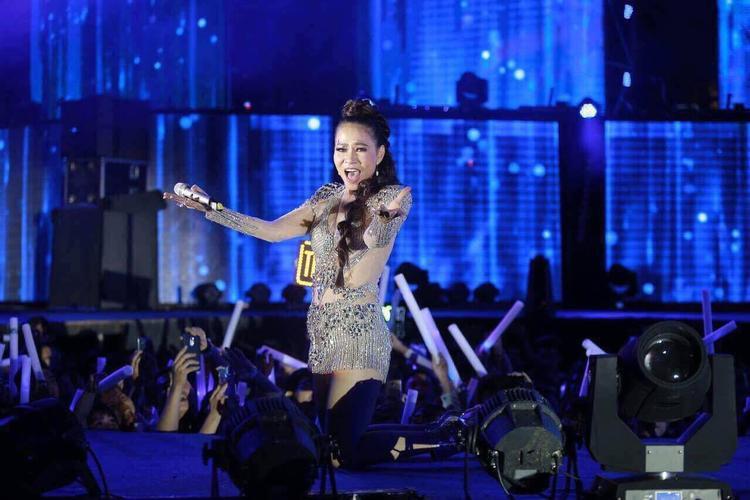 Cả Thu Minh và Đông Nhi còn mang tới những điệu nhảy lôi cuốn và hấp dẫn.