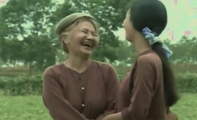 Giữa cơn bão 'Sống chung với mẹ chồng', chạnh lòng nhớ về người mẹ chồng nổi tiếng màn ảnh hơn 20 năm trước