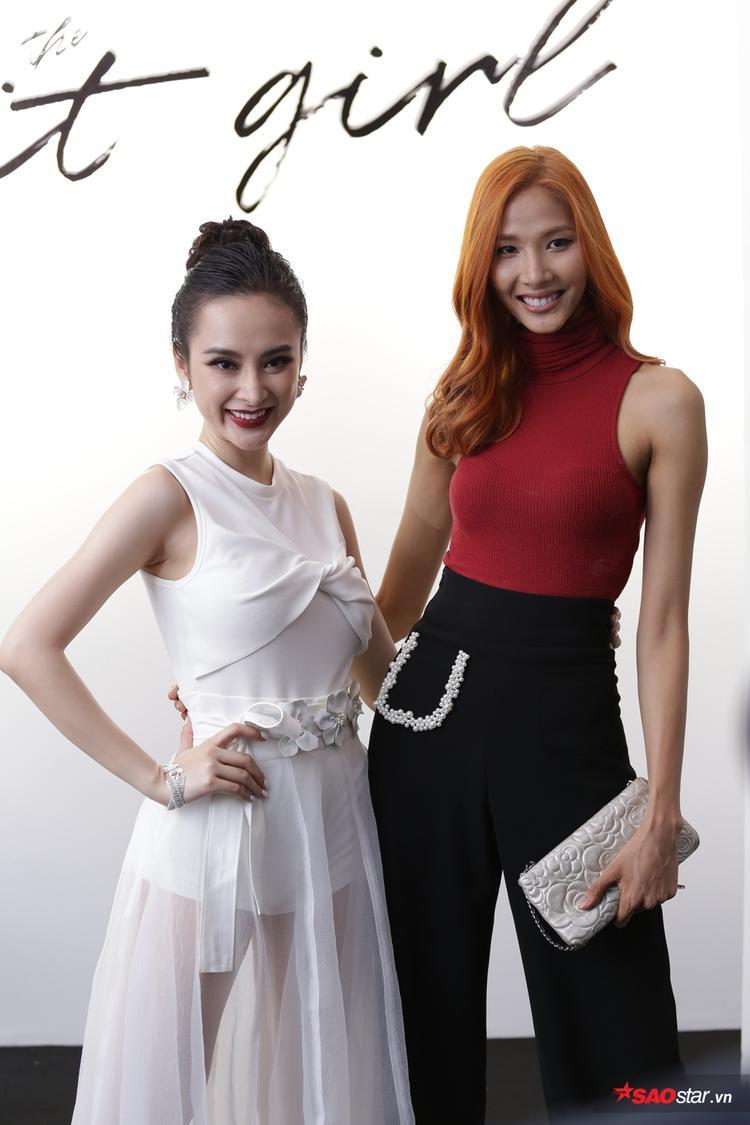 Hoàng Thùy xinh đẹp với mái tóc nổi bật pose dáng căng đét bên NTK Angela Phương Trinh.