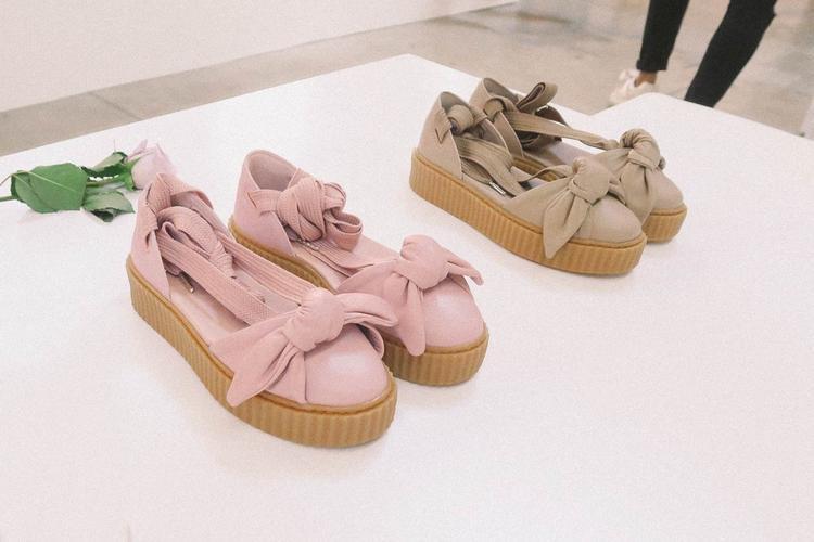 """Phiên bản """"lai trộn""""trước mắt sẽ có màu hồng,nâu và trắng. Hiện tại Pumachưa chú thích thêm gì cho mẫu giày """"bánh bèo"""" này, cùng đón chờ nhé!"""