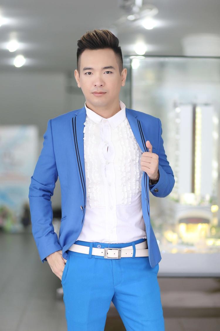 Mới đây, Việt Quang bất ngờ xuất hiện trong buổi giao lưu cùng sinh viên. Tại sự kiện, anh thể hiện ca khúc Cây đàn sinh viên.