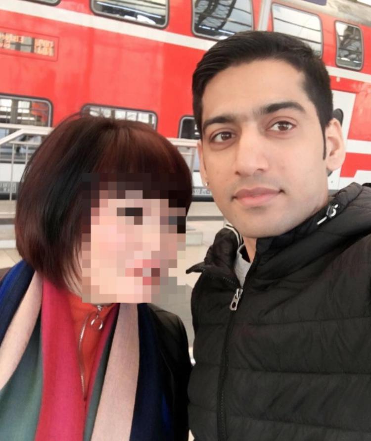 Bức ảnh cuối cùng mà hung thủ đăng tải trên mạng xã hội là hình chụp vào ngày 31/3, cùng bạn gái gốc Việt đã bị sát hại.