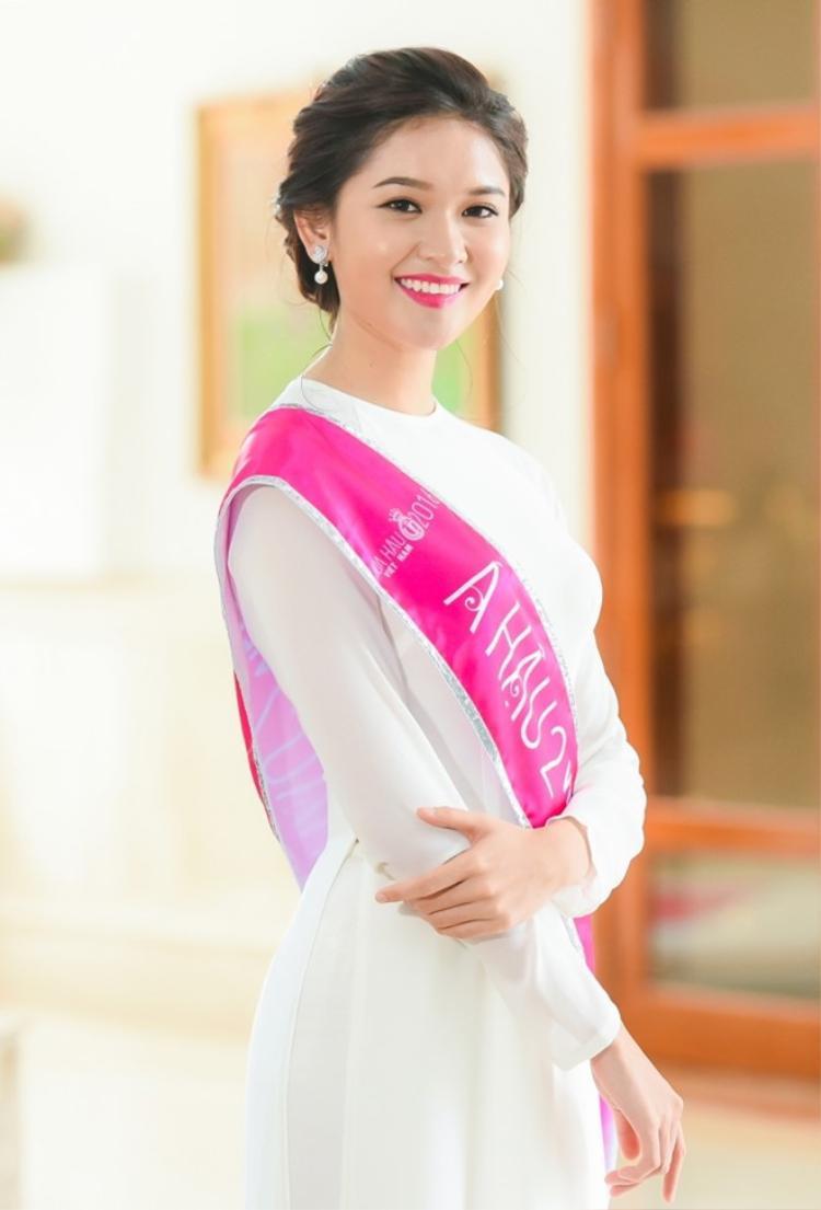 Á hậu 2 Hoa hậu Việt Nam 2016 Thùy Dung.