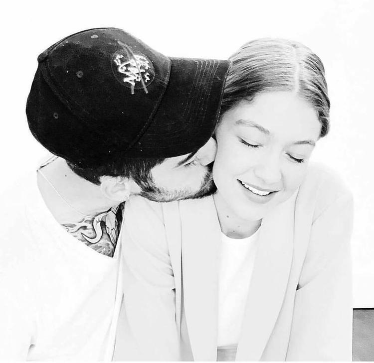 Chính thức quen nhau hồi 11/2015, từng chia tay vì chứng sợ đám đông của Zayn, tính đến nay đã gần 2 năm tình cảm, cặp đôi khiến cả thế giới ghen tỵ bởi cử chỉ ngọt ngào nhân dịp đặc biệt này.