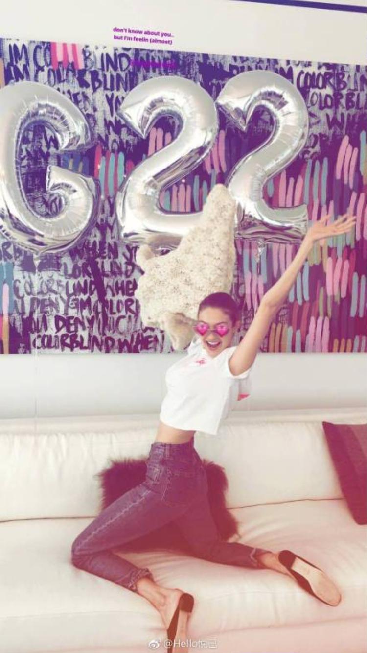 Mừng sinh nhật tuổi 22, Gigi Hadid gây bão like trên Instagram