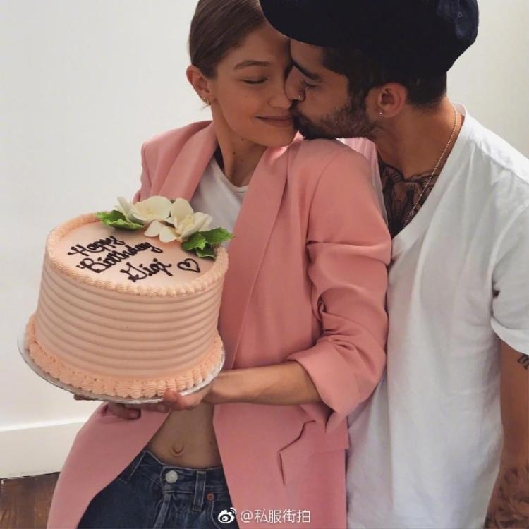 """Bức ảnh bên """"người thương"""" của Gigi gây bão like trên mạng xã hội Instagram với gần 3 triệu lượt like sau 14 giờ đồng hồ đăng tải."""