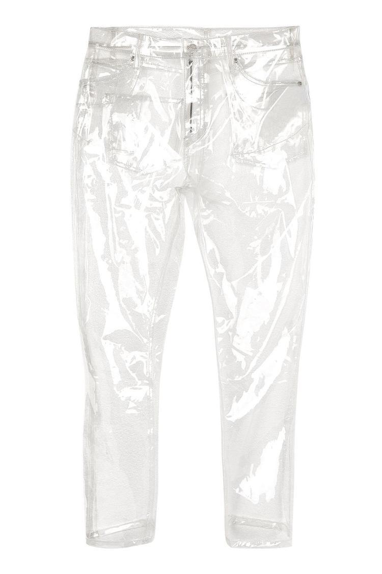 """…Topshop còn tung thêm một """"Nhân vật chính"""" khác với tên gọi """"Quần nhựa trong suốt"""" (tên tiếng anh : MOTO Clear Plastic Straight Leg Jeans) đã """"lên sóng"""" trên web bán hàng của Topshop. Chiếc quần mang kiểu dáng giống quần jean chỉ khác một điều đó là từ đầu đến chân làm bằng nhựa PU."""