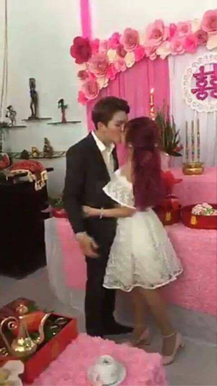 Khởi My ôm hôn Kelvin Khánh.